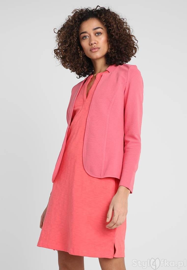 jaki żakiet do różowej sukienki